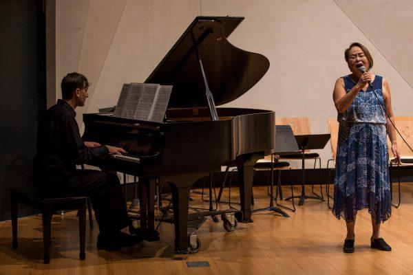 2000x1400_villa-musica_woman-man-piano